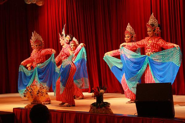1461686641_Malaysia-Cultural-Show_1